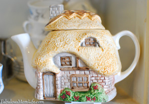 English Cottage Teapot - Collecting Cottage Ware