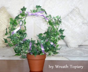DIY Ivy Wreath Topiary
