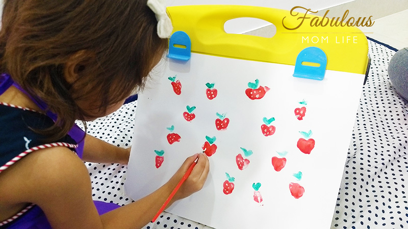 thumb print strawberry art for toddlers